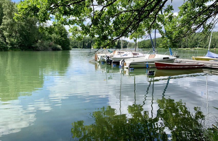 Ufer mit Booten